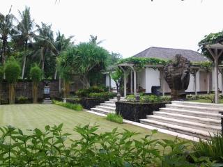 Four bedroom villa in Canggu - Villa Pandan - Canggu vacation rentals