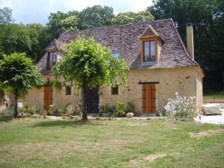 Les Bressettes Excellent B&B in Lavender Bedroom - Le Bugue vacation rentals