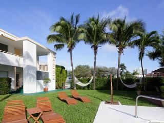 Gorgeous 2 Bed, Great Location on Lauderdale Beach - Fort Lauderdale vacation rentals