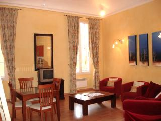 Old Town Nice - Rue du Malonat - 2 bdrms, sleeps 5 - Villefranche-sur-Mer vacation rentals