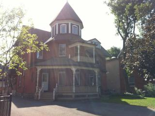Fabulous Downtown 2BD in Turret - Ottawa vacation rentals