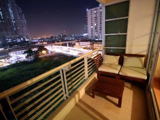 2 Bedroom City Center+BTS+Airport Link+shopping - Bangkok vacation rentals