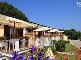 Il Monolocale 3 - Sant'Agata sui Due Golfi vacation rentals
