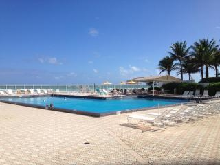 Waterfront 2 Bedroom 2 Bathroom Condo with Magnificent Ocean View! - Hollywood vacation rentals