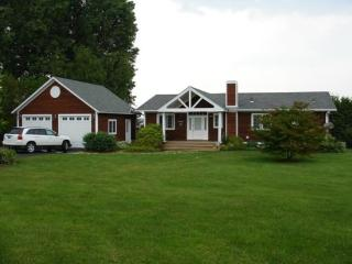 This beautiful 3 Bedroom 3 Bath hill side ranch offers unmatched views of Lake Champlain and Kellogg Island in Keeler's Ba - South Hero vacation rentals