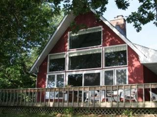Year round Lake Champlain cottage situated on the Southern tip of South Hero Island - North Hero vacation rentals