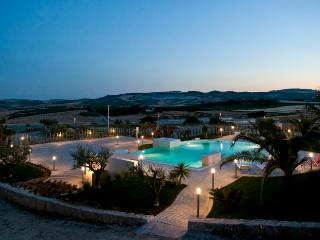 VILLA VALLE DEI TEMPLI: luxury villa surrounded by nature, pool with hydromassage - Sicily vacation rentals