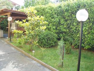 MELI 1 - aprtrment for 4 persons with AC - Icici vacation rentals
