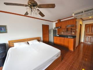 CR100Pattaya - Jomtien Beach condo - Pattaya vacation rentals