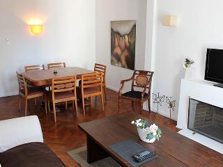 Three-bedroom apartment - Marcelo T Alvear st and Esmeralda, Centro (D169CE) - Buenos Aires vacation rentals