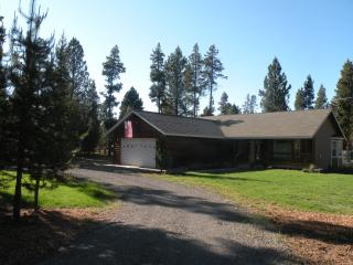Cozy Cabin with Deck and Internet Access - La Pine vacation rentals