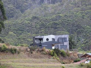 Quarry Hill Lookout A luxurious,  property located in Dover in Tasmania's Far South - Dover vacation rentals