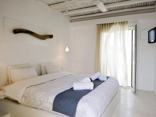 Minimal Style Junior Suite in Pollonia - Milos vacation rentals