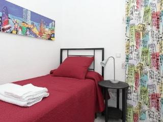 Close to Sagrada Familia Gaudi, WIFI, AC, calm - Barcelona vacation rentals