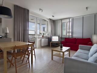 P&O Arkadia 7, next to metro and Old Town! - Warsaw vacation rentals