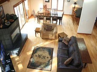 Updated Sunriver Home with Gas Fireplace and Pet Friendly Near River Access - Sunriver vacation rentals