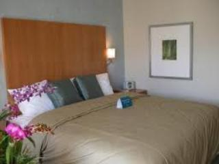 LUXURY CONDO at 5 Star Ala Moana Resort - Image 1 - Honolulu - rentals