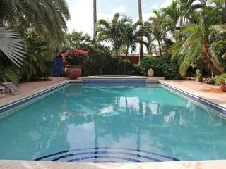 La Maison Aruba - Studio #2 Studio with pool 800 yd to beach Marriott *Flash Sale* - Aruba vacation rentals