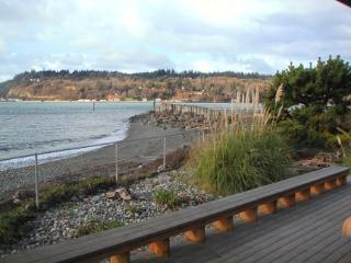 Mac's Landing - Cozy Beachfront Cabin - Clinton vacation rentals