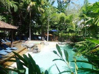 Hibiscus 10 ~ Short Stroll to town & Beach - Port Douglas vacation rentals