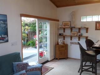 Cute & Cozy Pleasure Point Cottage - Santa Cruz vacation rentals