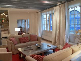 St Germain Romance - Spacious St Michel 2 bedroom apartment - Ile-de-France (Paris Region) vacation rentals