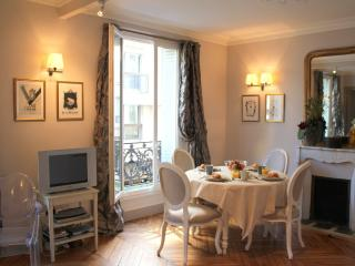 Elegant Eiffel Tower 1 bedroom apartment - Paris vacation rentals