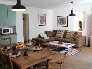 Marais Style - Unique 2 bedroom apartment - Paris vacation rentals