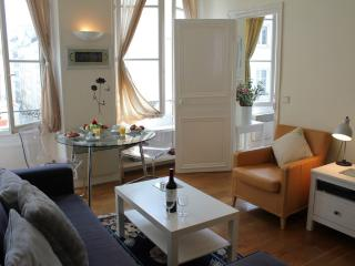 Montorgueil Market - Adorable 1 bedroom apartment - Paris vacation rentals
