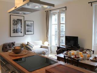 Marais Market 2 - Trendy Hotel de Ville 1 bedroom apartment - Paris vacation rentals