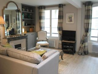 St Louis Secret - Designer ile St Louis 1 bedroom apartment - Paris vacation rentals