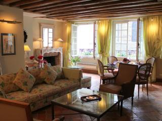 St Louis Elegance - Classy ile St Louis 1 bedroom apartment - Ile-de-France (Paris Region) vacation rentals