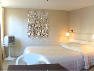 Marais Rooftops - Bright central studio apartment - Paris vacation rentals
