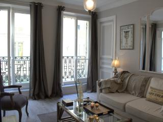 Marais Panache - Polished 1 bedroom apartment - Paris vacation rentals
