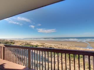Lovely oceanfront home w/ stunning views, a solarium, & all the home essentials - Florence vacation rentals