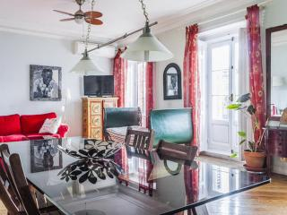 Superbly located Apartment Perfect for Groups and families - Madrid vacation rentals