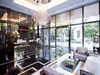 Lobby with receptionist and concierge - Luxury serviced 1-bedroom near BTS, WIFI, Pool - Bangkok - rentals