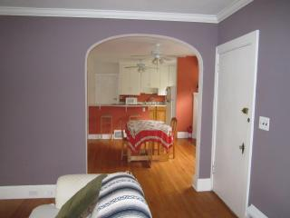 7 minutes from Cleveland Clinic: K2 - Cleveland Heights vacation rentals