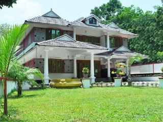 Bright 5 bedroom House in Kottayam - Kottayam vacation rentals