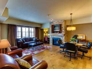 Well-decorated Tamarack ski condo with beautiful lake views - Donnelly vacation rentals