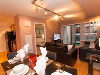 Luxury One Bed+Den- Entertainment District - Toronto vacation rentals
