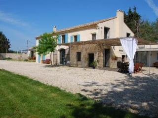 Bassargues Terrific 4 Bedroom Avignon Rental with Fireplace and Pool - Avignon vacation rentals