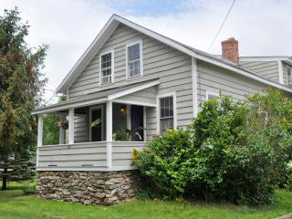 Button Factory....Sleep 8 four bedrooms 2 bath, 5 - Haddam vacation rentals