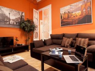 BORN SANTA MARIA VII : 3BR/2BA in the Borne - Barcelona vacation rentals