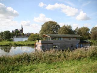 Houseboat on the river IJssel near city of Kampen - Giethoorn vacation rentals