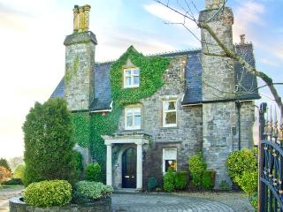 THE PRIORY, detached Grade II listed manor house, open fires, woodburner, orangery, large grounds, in Saundersfoot, Ref 26349 - Pembrokeshire vacation rentals