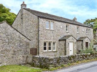 WOODSIDE COTTAGE, quality cottage by a brook, woodburner, garden, close to pubs in Malham, Ref 28211 - Yorkshire Dales National Park vacation rentals