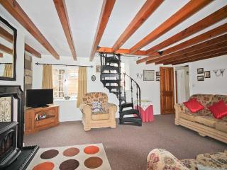 BRINCLIFFE COTTAGE, original features, large sitting room, spiral staircase, in Robin Hood's Bay, Ref. 903579 - Robin Hood's Bay vacation rentals