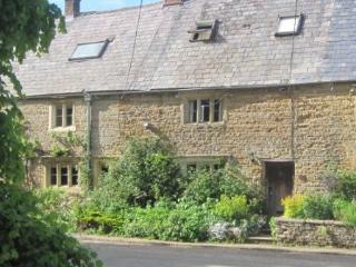 300 year old period cottage in Englands favorite village - Oxfordshire vacation rentals