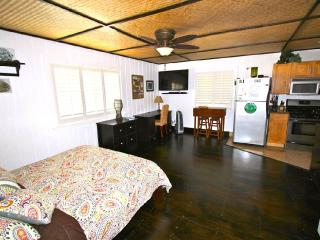 Comfortable 1 bedroom House in Waialua with Deck - Waialua vacation rentals